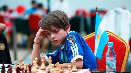Ilán Schnaider, el campeón infantil argentino, combina el estudio del ajedrez con sus obligaciones escolares. (Foto: gentileza familia Schnaider)