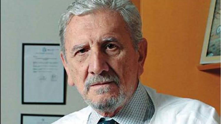 Reinaldo Chacón es uno de los autores del libro Oncología clínica