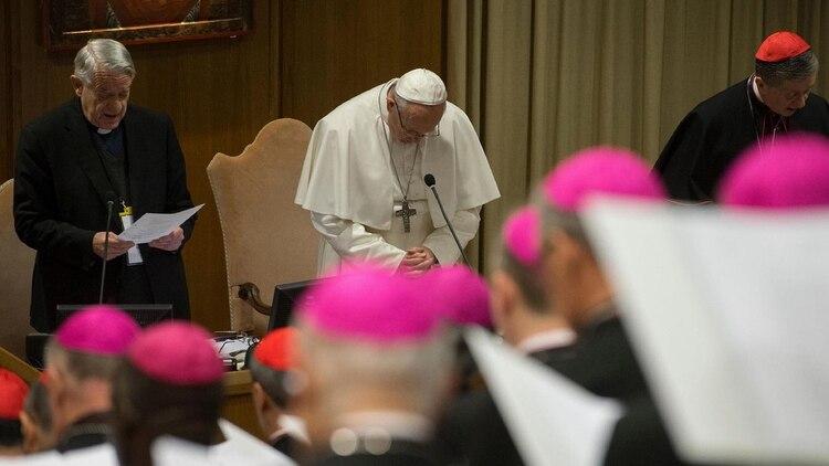 Lombardi junto al Papa Francisco durante la cumbre contra la pedofilia en la Iglesia(Foto: NA)