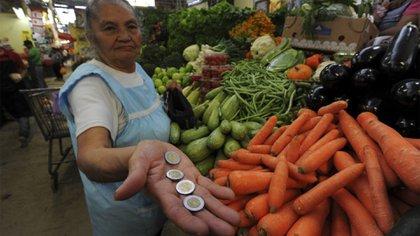 Cuando entre en vigencia el decreto, el salario mínimo siempre debe ser superior a la inflación (Foto: Cuartoscuro)