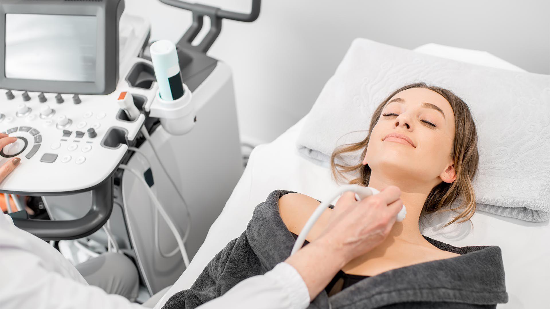 El antecedente familiar de cáncer de tiroides aumenta la posibilidad de padecerlo (Shutterstock)