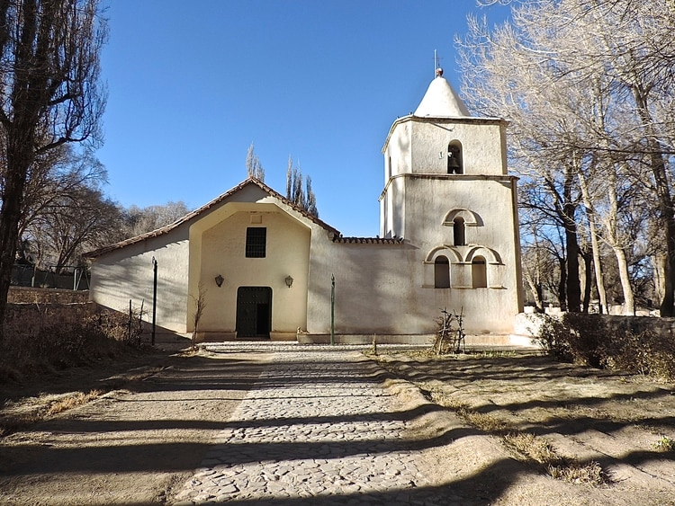Huacalera cuenta con un monumento pictórico único escondido en su iglesia de adobe (Flavia Tomaello)