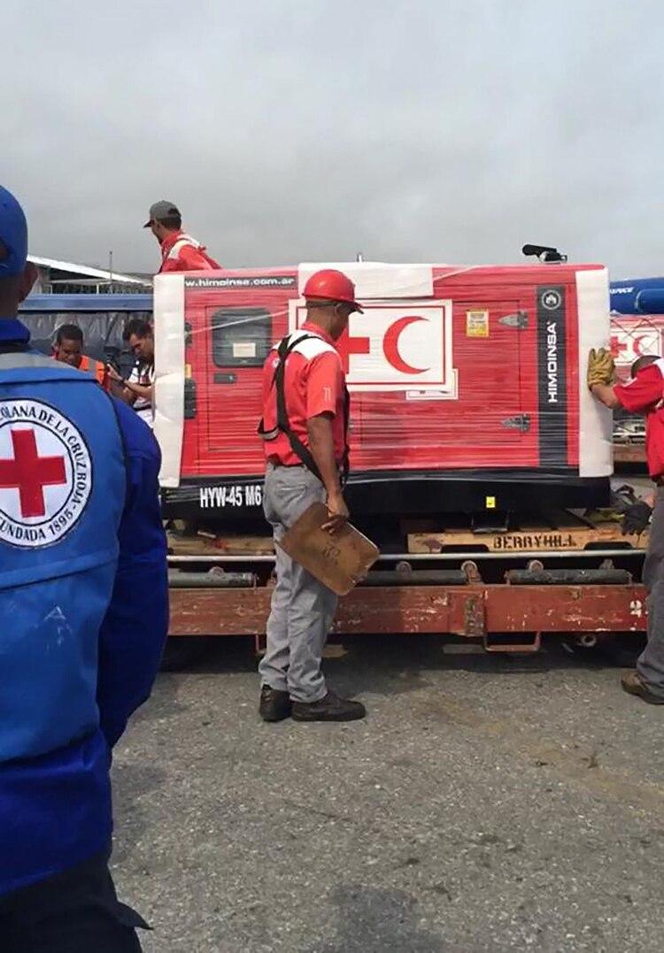 En el operativo participó personal de la Cruz Roja Venezolana (@NTN24ve)