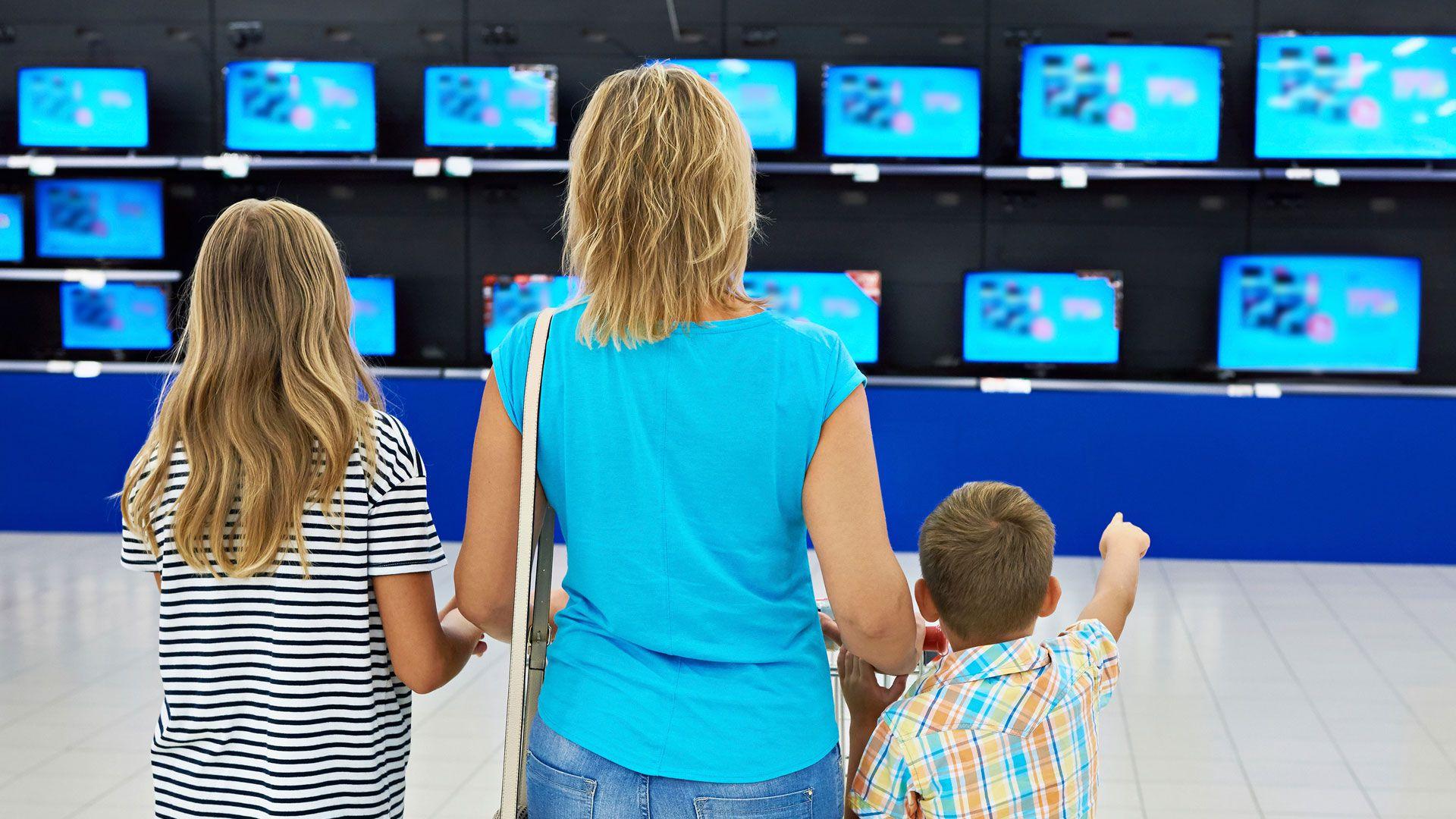 Los precios de los televisores treparon en torno al 50% desde marzo, impulsados por el dólar y la poca oferta