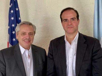 Alberto Fernández y Mauricio Claver durante su encuentro realizado en la Ciudad de México