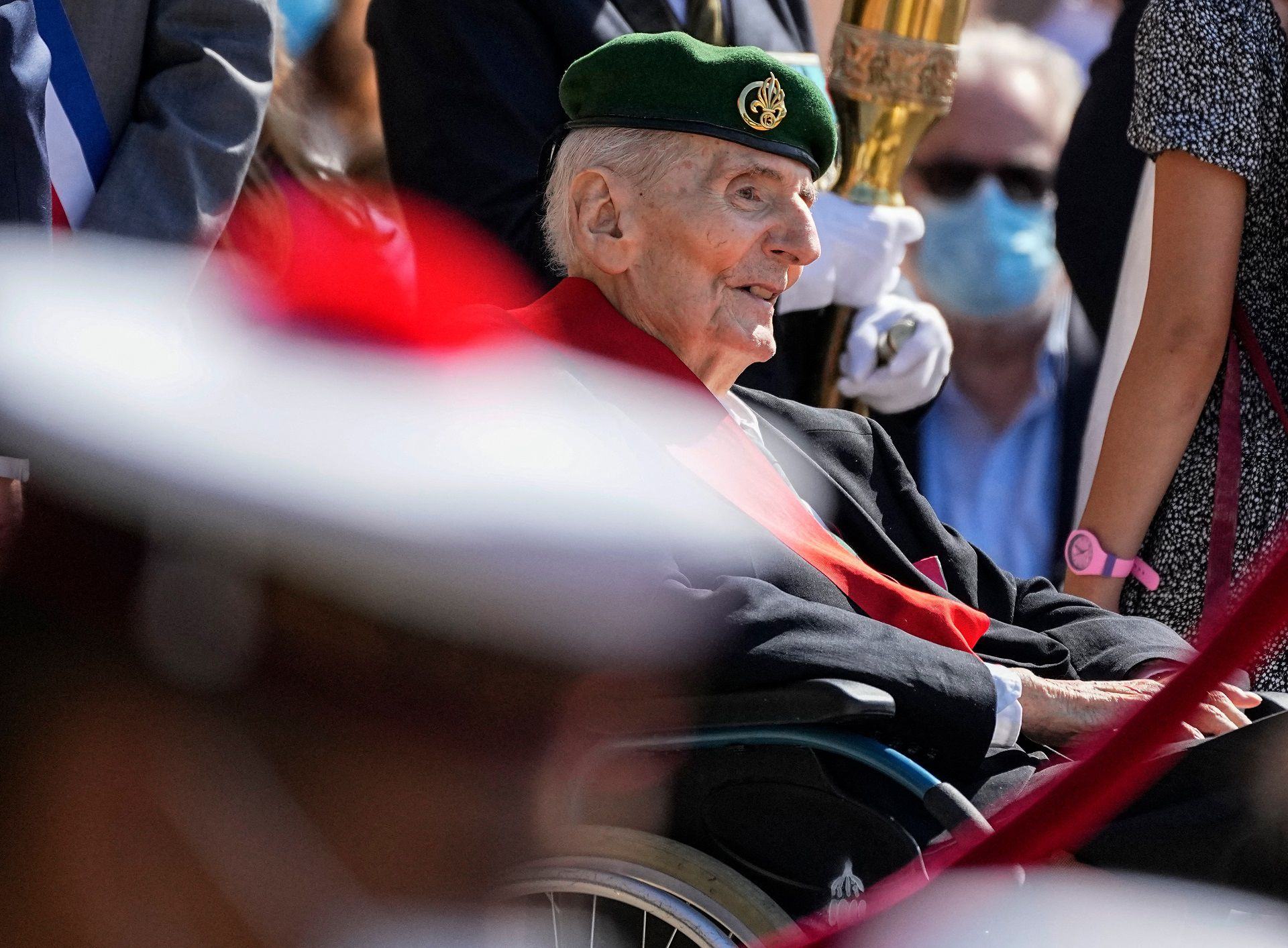 """(FILES) In this file photo taken on June 18, 2021 Hubert Germain, a WWII Resistance fighter and the last """"Compagnon de la Liberation"""" attends a ceremony to mark the 81st anniversary of Charles de Gaulle's resistance call from London at the Mont Valerien, in Suresnes, near Paris. - Hubert Germain, who was the last surviving Liberation companion, died at the age of 101, French Defense Minister announced on October 12, 2021. (Photo by Michel Euler / POOL / AFP)"""