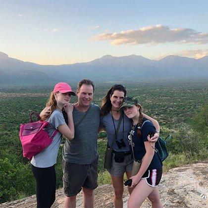 Brook Shields con su esposo y sus hijas (Instagram)