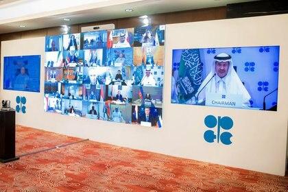 La Organización de Países Exportadores de Petróleo (OPEP) y un grupo de aliados liderados por Rusia acordaron en abril un drástico recorte de su producción en 9.7 millones de bpd para mayo y junio para sostener los precios del crudo (Foto: Agencia de Prensa Saudita / VÍA REUTERS)