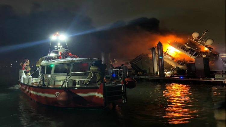 45 bomberos lucharon contra las llamas (Foto: Twitter)