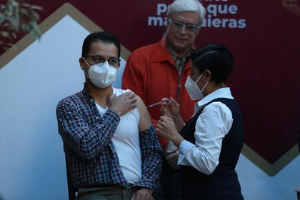 In Mexico, 233,385 doses have been distributed in the 32 entities of the country through 11 categories of health workers (Photo: Cuartoscuro)