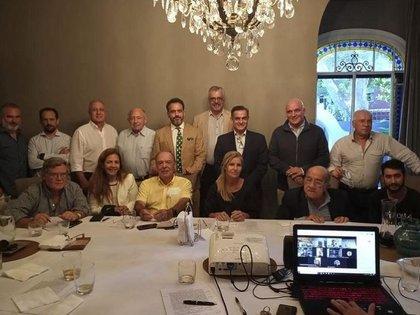 Espert, Milei, López Murphy y varios partidos de centroderecho, entre ellos la UCeDé, firmaron el acuerdo político.