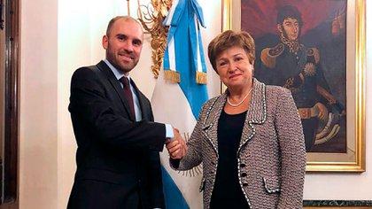 El ministro Guzmán y la titular del FMI, Georgieva, tras la reunión que tuvieron ayer en Roma