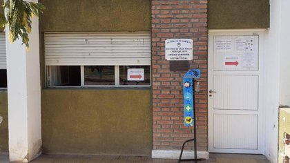 La entrada de la única sala de atención sanitaria en La Rubia. La población grande más cercana se encuentra a casi 40 km
