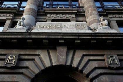 FOTO DE ARCHIVO. El logo del banco central de México (Banco de México) se ve en su edificio en el centro de la capital mexicana. Febrero 28, 2019. Foto tomada el 28 de febrero de 2019 REUTERS/Daniel Becerril/
