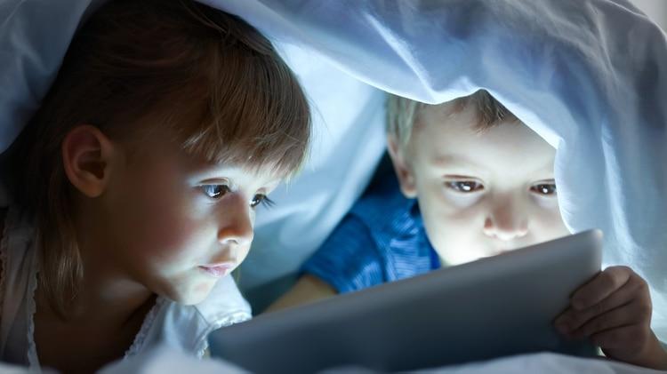 El uso de pantallas comienza cada vez a edades más tempranas a pesar de las recomendaciones (Shutterstock)