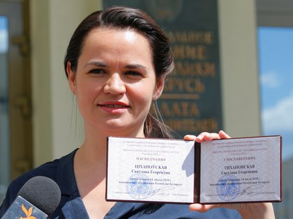 Presidential candidate Svetlana Tikhanovskaya shows her registration certificate as she leaves the central election commission in Minsk, Belarus July 14, 2020. REUTERS/Vasily Fedosenko