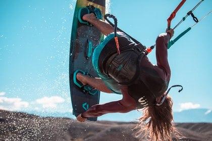Los mejores kiters y riders competirán ante miles de personas que se convocan en el Dique Cuesta del Viento, embalse ubicado en el departamento Iglesia, al norte de la provincia de San Juan (Kitefest)
