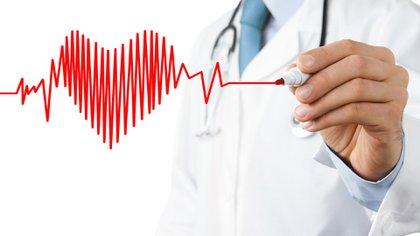 """""""Los hombres que recibieron inhibidores de la PDE5 vivieron más tiempo y tuvieron un menor riesgo de sufrir un nuevo ataque cardíaco, insuficiencia cardíaca, dilatación con balón y cirugía de bypass que los que recibieron alprostadil""""<br />(Shutterstock)"""