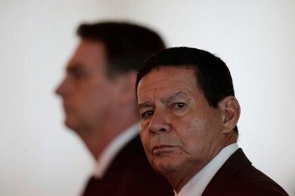 Hamilton Mourao junto a Jair Bolsonaro (Foto: REUTERS)