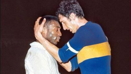 Pelé durante un encuentro entre Boca y Santos