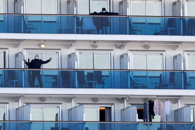 Algunos pasajeros tienen acceso a los balcones. Otros están confinados a cabinas reducidas (Reuters)
