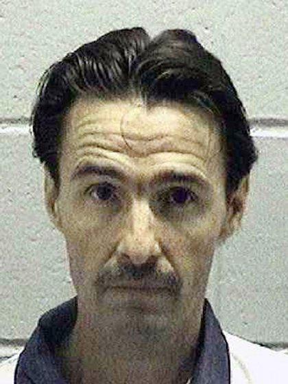 """J. W. """"Boy"""" Ledford Jr. asesinó al médico que ayudó a su madre a dar a luz. Lo degolló hasta la muerte (AP)"""