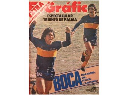 Maradona festeja, Brindisi corre a festejar con él. Gol de Boca, gol de Diego, la sociedad que facturó cada domingo hasta ganar el campeonato..