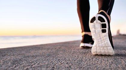 Mitos y verdades sobre el ejercicio físico de los 10.000 pasos, por expertos (Shutterstock)