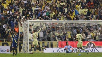 Los americanistas festejan el segundo gol, que le dio la clasificación a los de Herrera (Foto: Cuartoscuro)