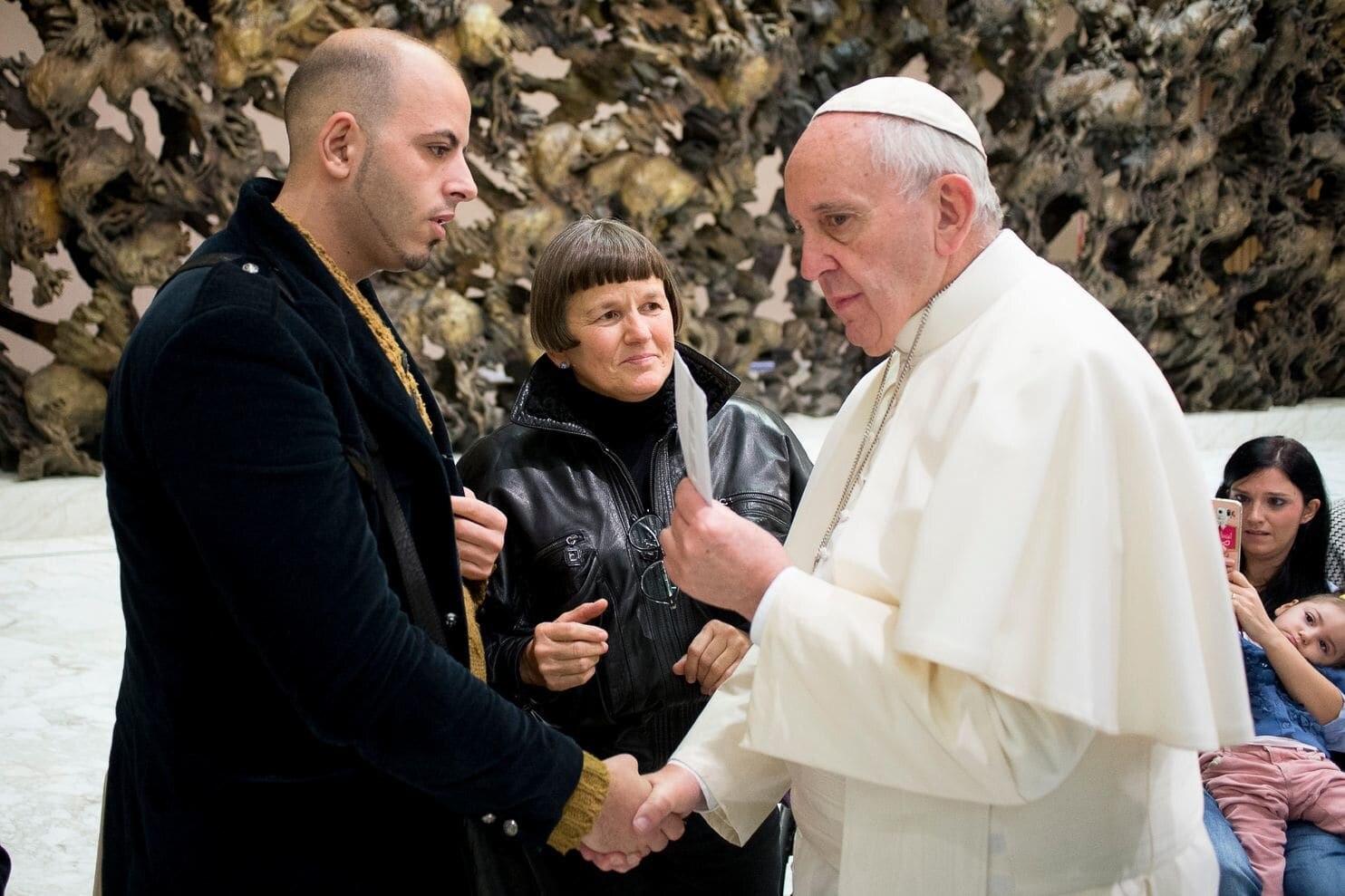 """Niños Haciendo Porno En El Instituto el papa los ignoró"""": el presunto abuso de niños sordos en"""