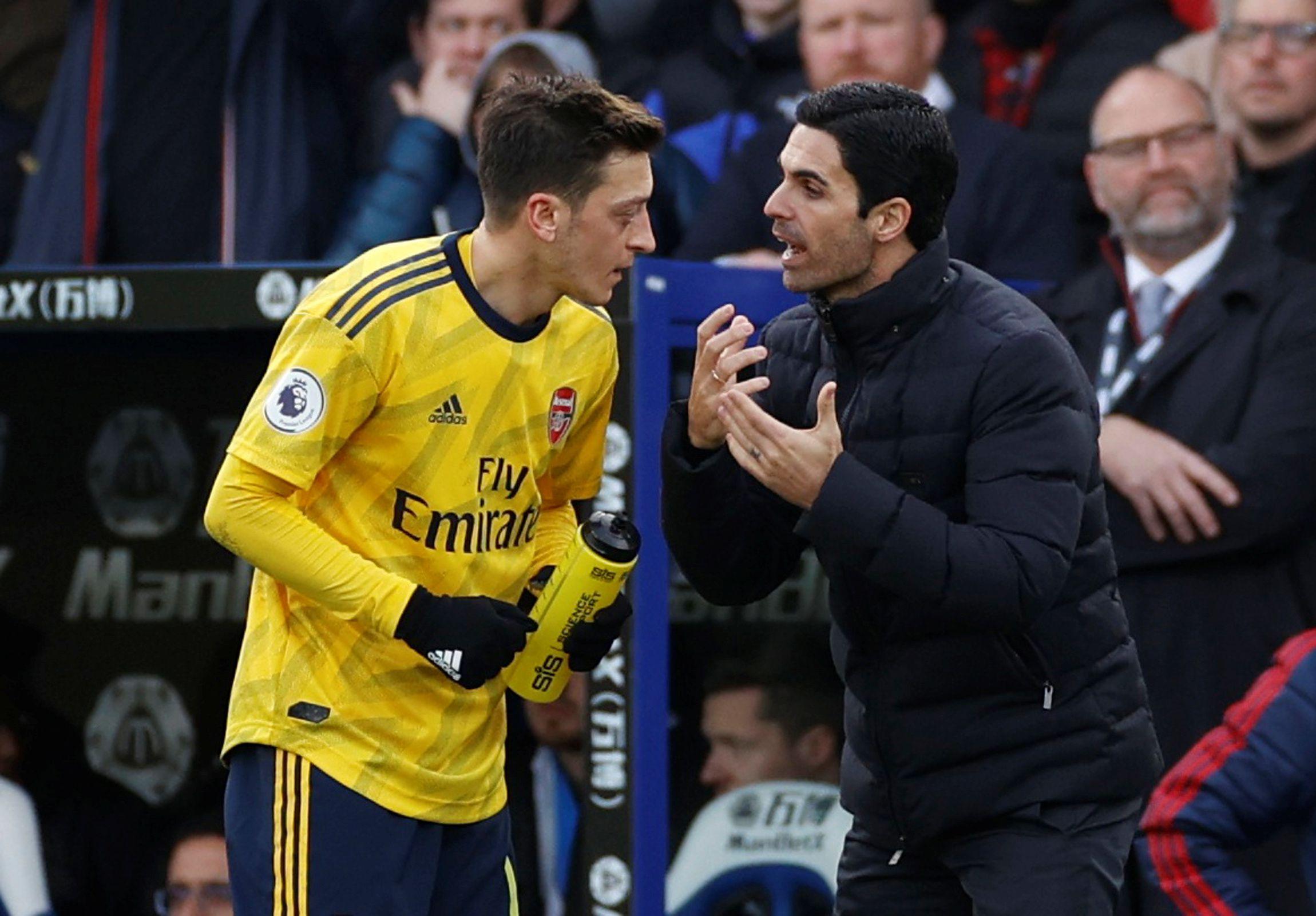 Mikel Arteta decidió no incluirlo entre los 25 futbolistas - Reuters