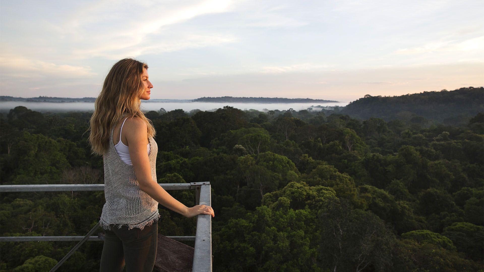 BRAZIL- Gisele Bündchen visita la selva de la Amazonia para llevar un mensaje de preservación en esa región verde del mundo (crédito: National Geographic Channels/Lalo de Almeida)