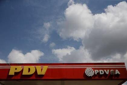 FOTO DE ARCHIVO. Logo de la petrolera venezolana PDVSA en una estación de servicio en Caracas, Venezuela, Agosto 25, 2017. REUTERS/Andrés Martínez Casares