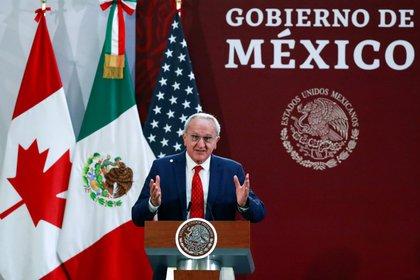 El subsecretario Seade publicó el listado de consulados reabiertos en EEUU (Foto: Reuters / Henry Romero)