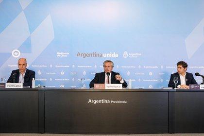La última conferencia de prensa concedida por el presidente Alberto Fernández, acompañado por el jefe de gobierno de Buenos Aires, Horacio Rodríguez Larreta, y el gobernador de la provincia Axel Kicillof. Se anunciaba la extensión de 21 días de la cuarentena