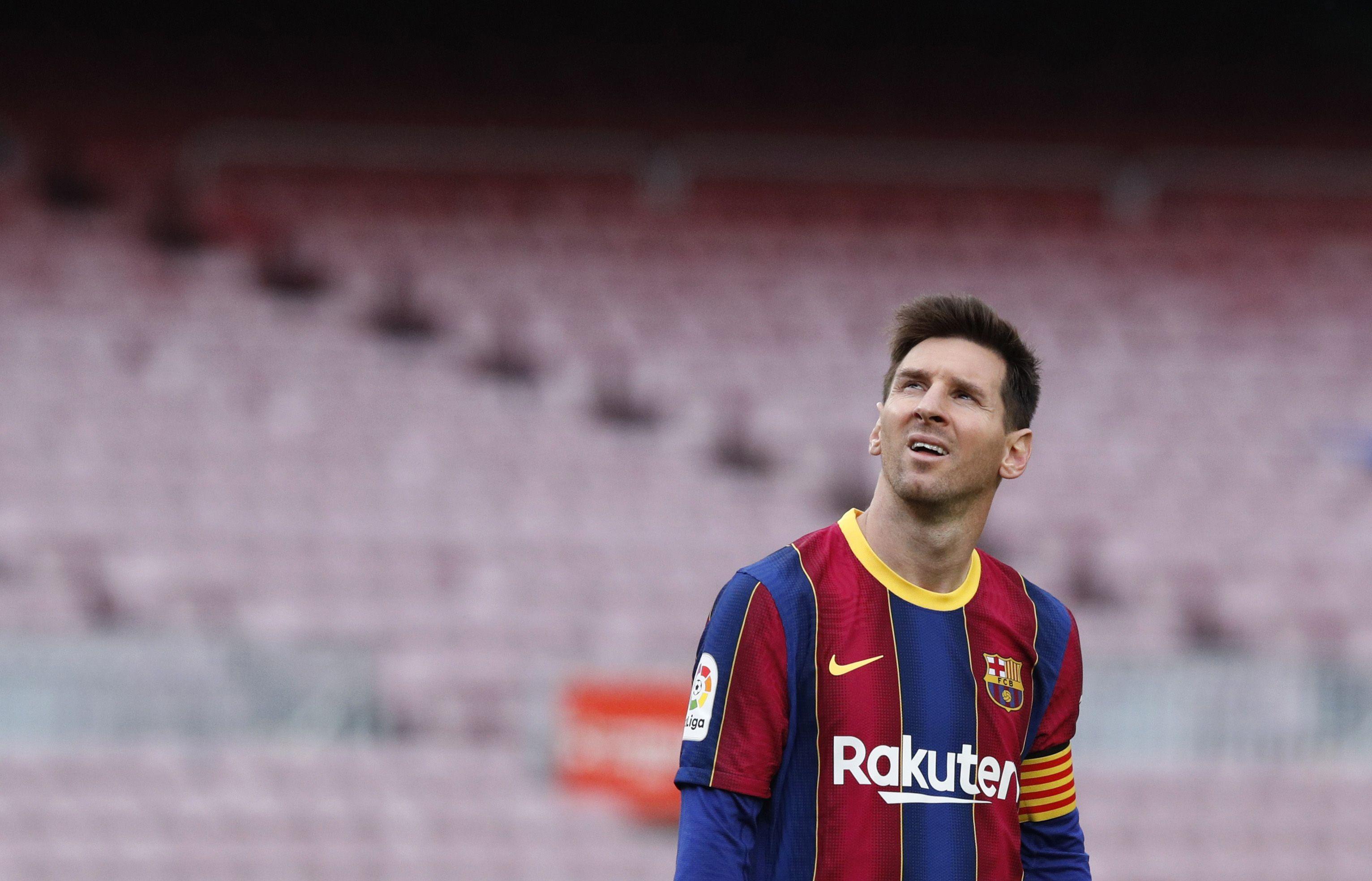 Messi y la casaca del Barcelona, una imagen indivisible... Hasta hoy. Es el máximo goleador de la institución, con 672 conquistas y el jugador con más partidos oficiales disputados, con 778 (REUTERS/Albert Gea)