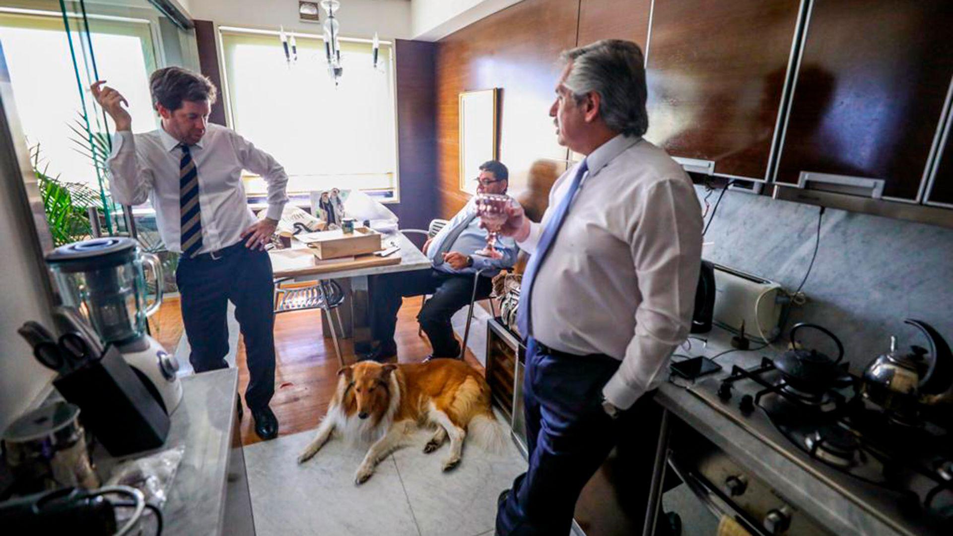 Alberto Fernández y Juan Pablo Biondi, su secretario de Medios de Comunicación