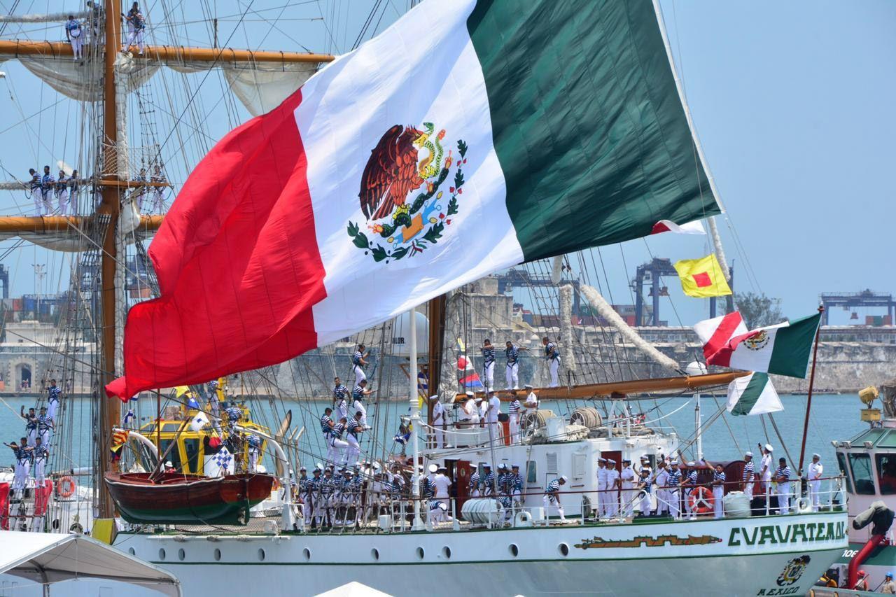 """VERACRUZ, VERACRUZ, 16ABRIL2019.- Esta mañana 259 tripulantes, entre ellos 24 mujeres, zarparon del muelle Turístico del puerto de Veracruz, en el Buque Escuela ARM """"Cuauhtémoc"""" (BE-01) para dar inicio al crucero de instrucción Europa del Norte 2019, donde navegarán 226 días y visitarán 15 puertos de 11 países del mundo con la misión de estrechar los lazos de amistad del pueblo mexicano con otras naciones, así como llevar un mensaje de paz y buena voluntad en los puertos y mares del mundo, además de ceñir relaciones académicas y culturales entre Fuerzas Armadas. La ceremonia de zarpe se realizó a bordo del Buque Escuela ARM, ahí el Almirante José Rafael Ojeda Durán, Secretario de Marina y Alto Mando de la Armada de México estuvo a acompañado del General Luis Crescencio Sandoval González, Secretario de la Defensa Nacional; así como de autoridades civiles, militares y navales. FOTO: SEMAR /CUARTOSCURO.COM"""