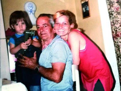 Otra postal familiar de la visita de Marcela Basteri a su familia italiana en 1986. Del libro