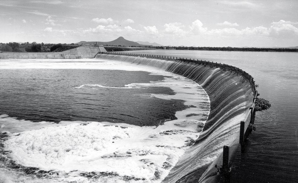 En esta zona están asentadas varias industrias como la refinería de Pemex, cuatro cementeras, tres caleras y la presa Endhó recibe las aguas residuales de la Ciudad de México. (Foto: Twitter de Conagua)