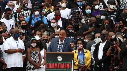 Martin Luther King III, hijo de Martin Luther King Jr., pronuncia un discurso ante la multitud reunida en Washington el viernes REUTERS / Tom Brenner