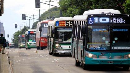 La suba del transporte aportará entre 1 y 2% extra a la inflación del año. (NA)