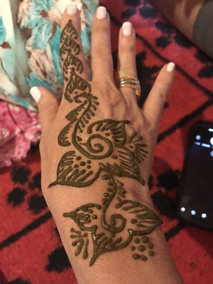 Los tatuajes de henna que hacen en Marruecos