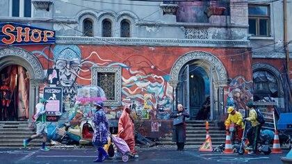 La escena de la película The Zero Theorem en la que aparecen los murales de tres artistas urbanos