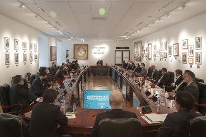 El gobierno, sector privado y trabajadores lograron un acuerdo en materia de subcontratación laboral y reparto de utilidades (Foto: Twitter@lopezobrador_)