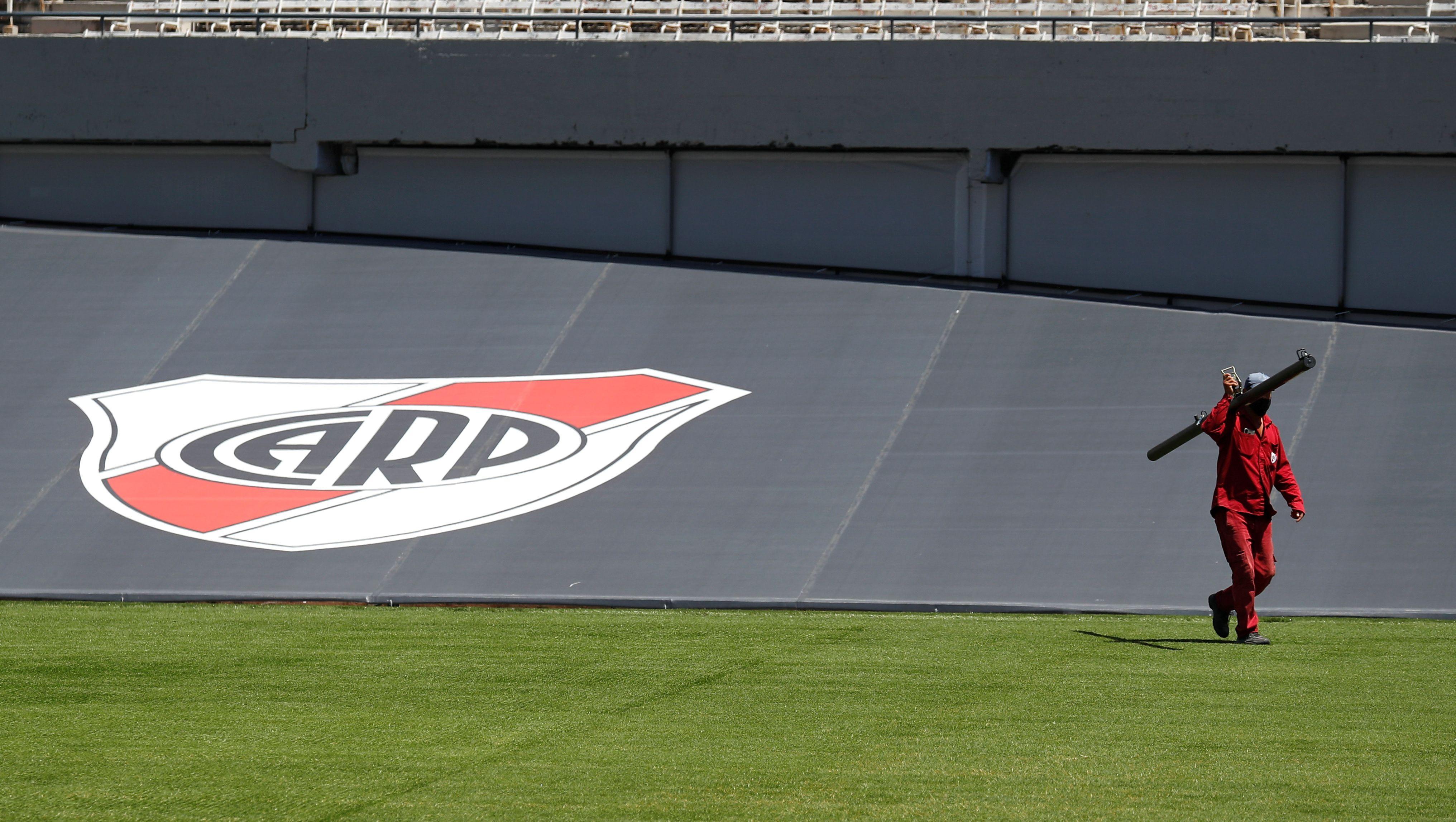 La quita de la pista de atletismo le permitirá a River en el futuro agrandar su capacidad a 80 mil personas (Foto: Reuters)