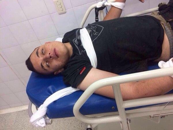 Uno de los jóvenes que fue remitido en una clínica de la ciudad