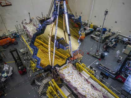 El telescopio espacial James Webb de la NASA en la sala limpia de Northrop Grumman, Redondo Beach, California, en julio de 2020. (NASA/CHRIS GUNN)