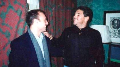 """Esteban junto a Diego Armando Maradona. Para Cichello Hübner fue """"su inspiración"""". Por iniciativa suya, Diego estuvo en Oxford"""