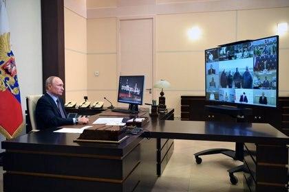 Putin presentó la primera vacuna registrada contra el COVID-19, aunque hay señales de alerta entre los científicos por la falta de la publicación de resultados (Foto: Reuters vía Federación Rusa)